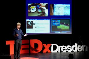 TUD-Professor Thorsten Strufe beim TED-Talk 2016